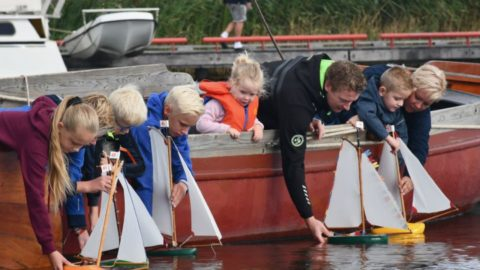 Skipkes mei 'it brûs foar de kop' te zien op Omrop Fryslân